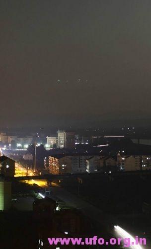 绿色UFO你见过吗?UFO图片实拍4个绿光不明飞行物出现后眨眼消失的图片 第2张