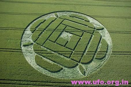 圆圈内矩形图案的英国麦田怪圈Boreham Down威尔特22/06/05的图片
