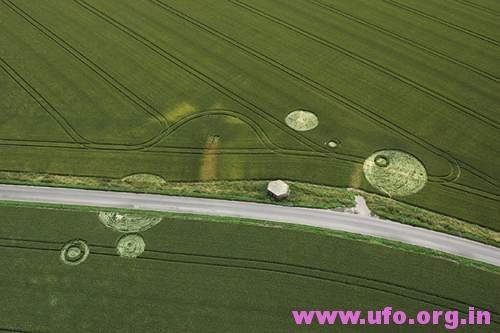 内圈,外圈,道路旁的英国麦田怪圈Horton威尔特郡03/07/05的图片