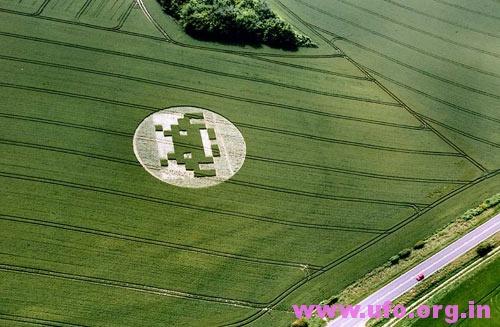 """经典街机""""太空入侵者""""的英国麦田怪圈Telegraph Hill-26/06/05的图片"""