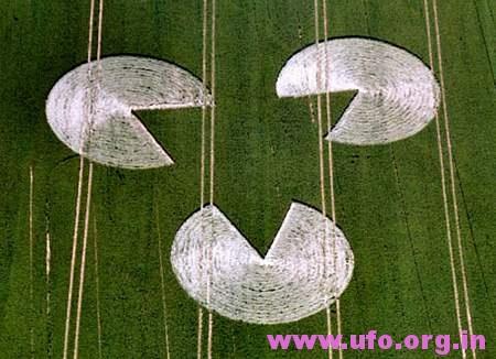 3圆圈中间三角形的英国麦田怪圈Rockley威尔特23/06/05的图片