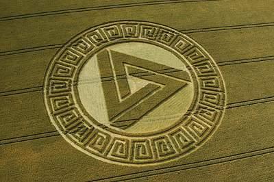 三角形周围错综复杂格局的英国麦田怪圈Avebury威尔特郡16/07/05的图片