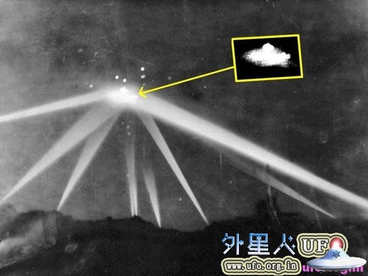英国媒体公布(近140年间)地球人最早拍到的UFO经典照片的图片