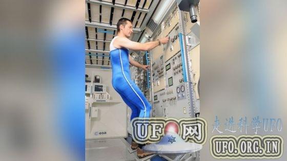 欧洲设计新型宇航员紧身外套可模拟地球重力的图片