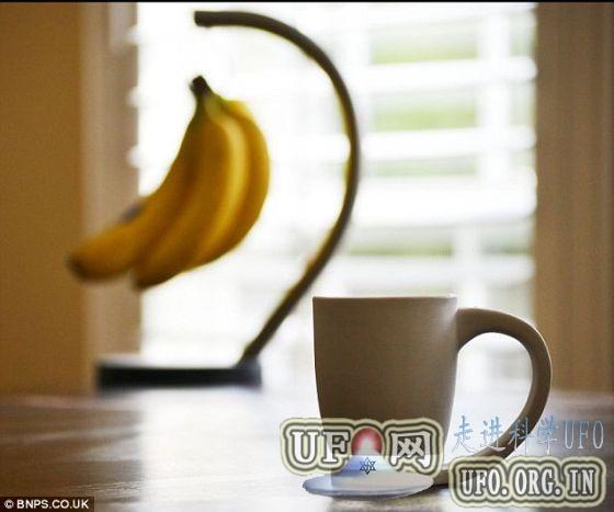 咖啡爱好者设计悬空咖啡杯:杯把充当杯垫的图片 第1张