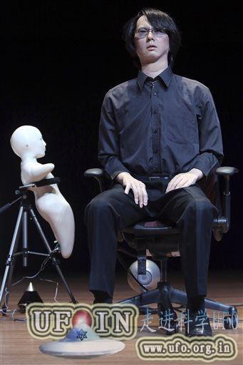 俄罗斯亿万富翁拟将大脑植入机器人求永生的图片 第3张