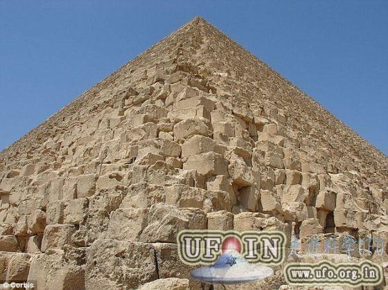 建造金字塔原理:埃及金字塔内部向外建造