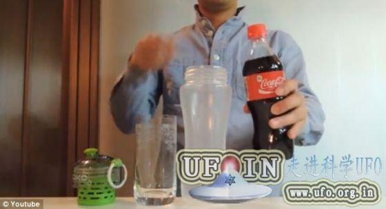 神奇过滤器将可乐过滤成透明液体(图)的图片 第1张