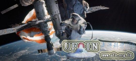 废弃航天服飘出空间站画面似《地心引力》的图片 第3张