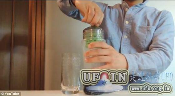 神奇过滤器将可乐过滤成透明液体(图)的图片 第2张
