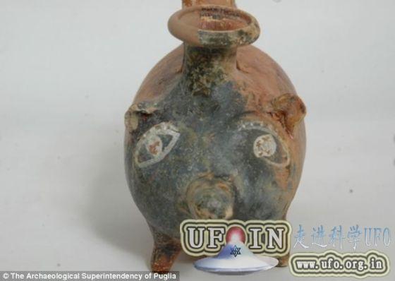 意大利发现2400年前小猪造型赤土陶奶瓶的图片 第2张