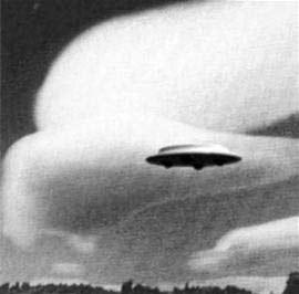 美国得克萨斯州居民称目击UFO,UFO非常大无任何焊接点的图片 第1张