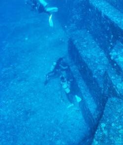 日本海底金字塔之谜:与那国岛海底遗迹的图片