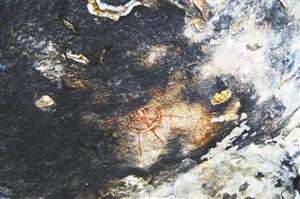 印度万年前洞穴古代壁画发现外星人和UFO形象的图片