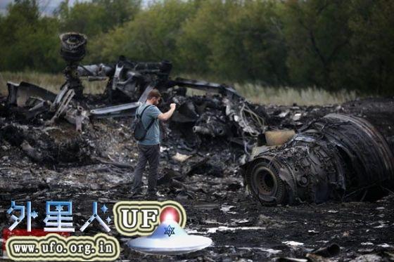 马航MH17坠毁现场照片2014年7月18日乌克兰顿涅茨克地区的坠机现场的图片