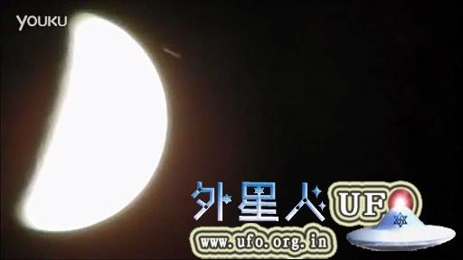 01-09-2014-cigar-ufo-flying-moon