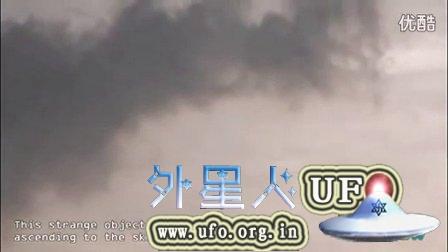 2014年10月UFO壮观地飞离法国巴黎缬草山上空的图片