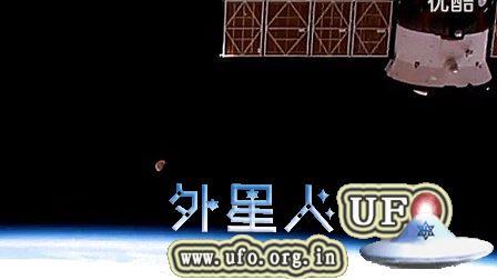 2014年11月12日国际空间站拍到巨大的半月形UFO的图片