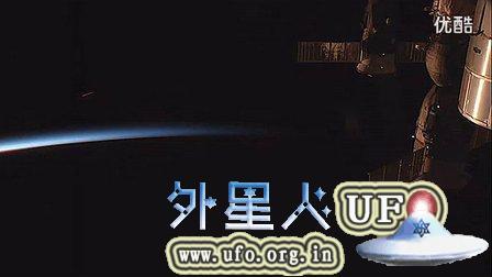 2014年11月9日国际空间站拍到UFO突然变成雪茄型的图片