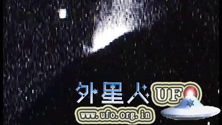 2014年11月24日墨西哥波波卡提佩火山的UFO的图片