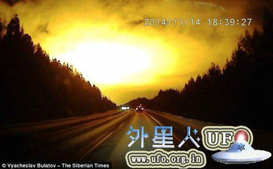 实拍疑似UFO 神秘橘光点亮俄罗斯夜空的图片 第1张