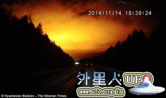 实拍疑似UFO 神秘橘光点亮俄罗斯夜空的图片 第2张