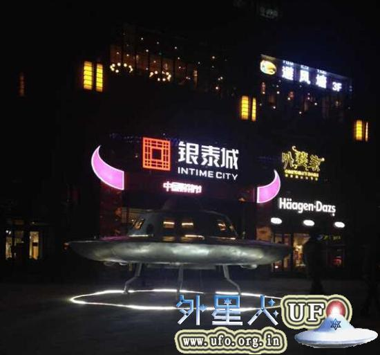 巨型飞碟UFO惊现浙江湖州银泰城的图片 第2张