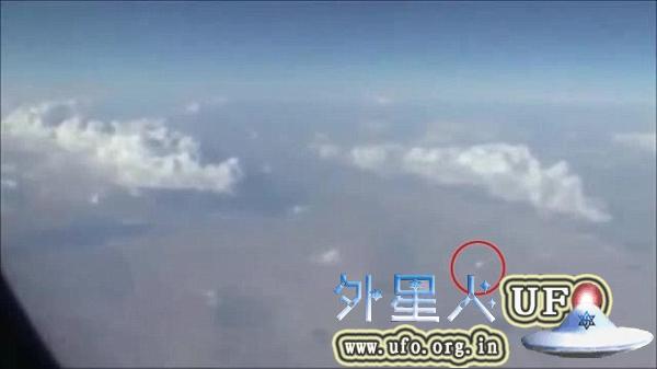 伊朗飞机乘客拍摄UFO 快速移动形如圆盘的图片 第5张