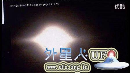 2014年12月4日墨西哥Popocatepetl火山约1公里巨大的UFO的图片