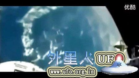 宇航员外太空拍下UFO瞬间穿越地球的图片