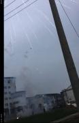 拍摄烟花发现一黑点高速飞过 难道是传说中的UFO光临扬州? 第2张