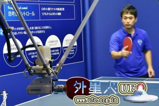机器人正与人对战乒乓球 第1张