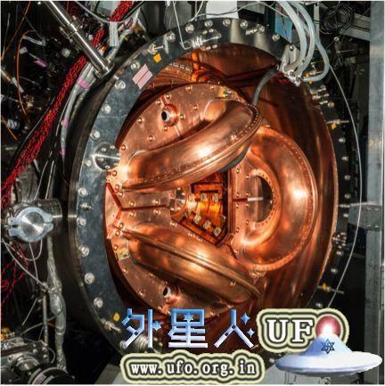 华盛顿大学的流体聚变实验装置HIT-SI3。其大小大致相当于传统反应堆模型的1/10