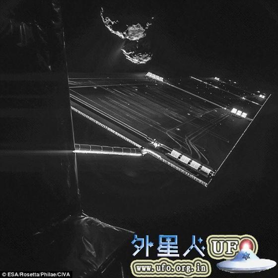 """借助CIVA 相机设备,罗塞塔飞船拍摄了这张""""帅气自拍照"""",图像中可以看到远处的67P/楚留莫夫-格拉希门克彗星,此时飞船距离彗星仅有大约16公里 第1张"""