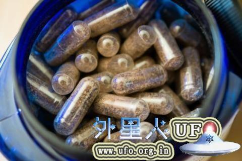 话说这种能看到里面的透明药丸绝对不是什么好选择 图片来源:uncovercalifornia.com