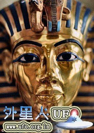 坦卡蒙法老王的黄金面罩精美绝伦同时象征着至高无上的王权,但面罩下的肉体并没有面罩那么精美。 第1张