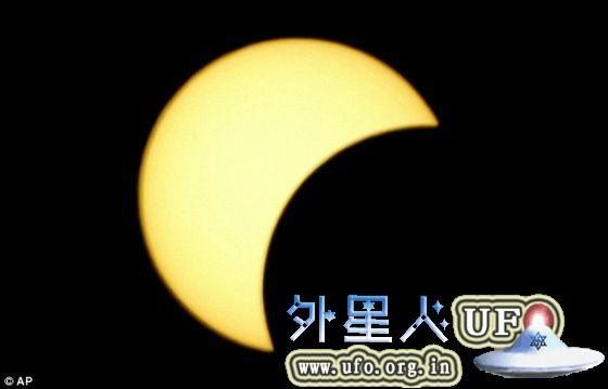 本周四,北美地区将迎来今年第四次,也是最后一次的日食。届时,北美大部分地区将可观看到日偏食。 第1张