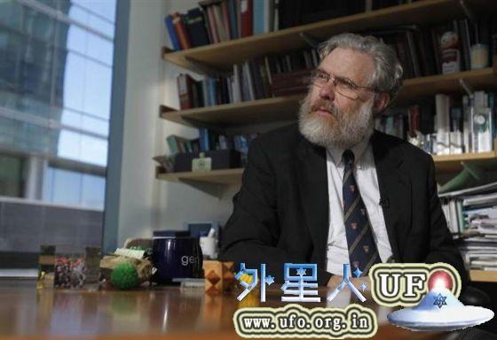 遗传学家乔治·丘奇,在他位于哈佛医学院的办公室中