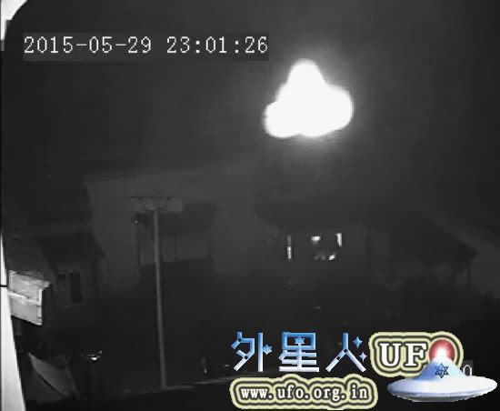 安徽淮南八公山白塔寺深夜现UFO视频监控录下全程2015年5月29日