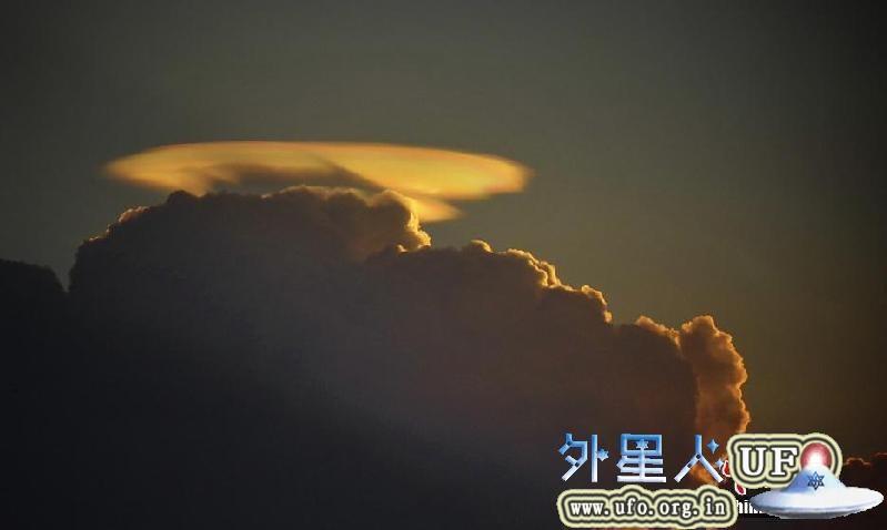 广东佛山市上空UFO祥云降临漫步云端2015年6月17日