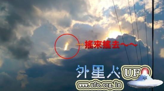 美国印第安那州男子 拍到神秘UFO光柱在云端摆动