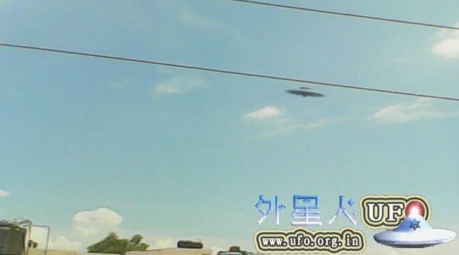 UFO圆盘在空中飞行被印度Kanpur男孩用智能手机拍到2015年6月24日