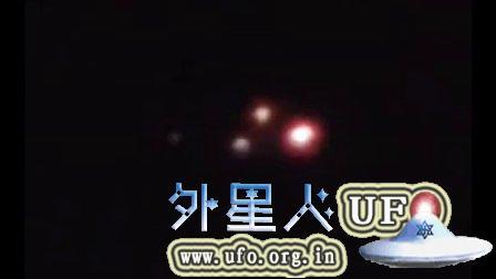 2015年7月24日墨尔本三个彩色光球组成三角形飞船