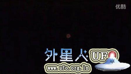 2015年8月11日观察流星雨时拍到的彩色光球UFO的图片