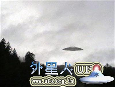 """UFO离开后在空中留下""""天使头发""""用手抓会分解"""
