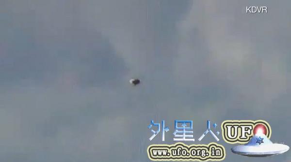 美国丹佛市惊现UFO电视台成功拍到20121116关键时刻的图片
