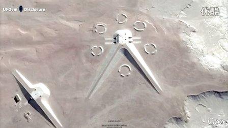 埃及沙漠中的异常建筑的图片