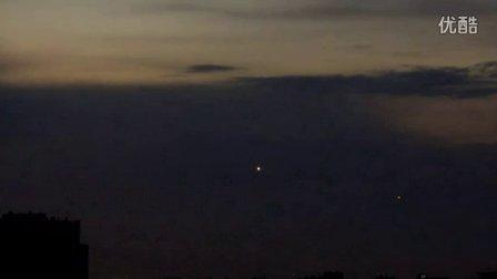 2015年10月21日黄昏22日上午俄罗斯2个黄色光球UFO的图片
