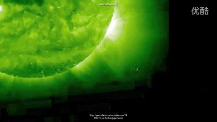 2015年10月20日太阳周围移动的巨大UFO的图片