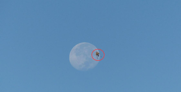 冈仁波齐月亮附近拍到神秘UFO 2015年11月5日